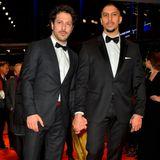 Das Boss-Duo infernale - Andreas Bourani, Fahri Yardimtragen beide BOSS-Anzüge bei der Berlinale.