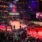 Zum 70. Mal lockt die Berlinale vom 20. Februar bis zum 1. März wieder jede Menge Stars und Cineasten aus aller Weltin die deutsche Hauptstadt. Im Berlinale Palast wird die Eröffnung gebührend gefeiert.