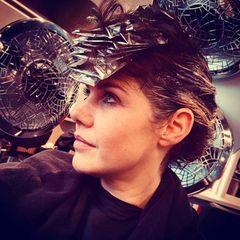 Felicitas Woll beim Friseur