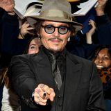 Publikumsliebling Johnny Depp bringtHollywood-Glamour nach Deutschland.Als der Schauspieler auf demroten Teppich eintrifft, wird er von den Berliner Fansjubelndin Empfang genommen.