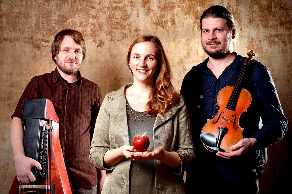 """""""Bube Dame König"""" (v.l. Till Uhlmann, Juliane Weinelt, Jan Oelmann) Band aus Halle"""