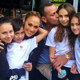 23. Februar 2020  Die Zwillinge Emme und Max feiern heute ihren 12. Geburtstag. Auch Patchwork-Papa Alex Rodríguez, der selbst zwei leibliche Töchter mit in die Beziehung mit Jennifer Lopez bringt, gratuliert ganz herzlich. Auf Instagram teilt er ein schönes Familien-Portrait.