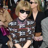 US-Vogue Chefin Anna Wintour verfolgt das Treiben bei Max Mara mit Adleraugen.
