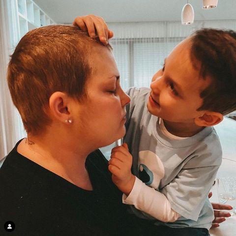 Mia de Vries und ihr Sohn Levi