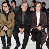 Selbst Hollywood kommt zur Mailänder Fashion Week. Bei der Bottega Veneta Show sitzenFrancois Henri-Pinault, der Mann von Salma Hayek undSigourney Weaver in der Front Row.