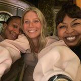 Liebevolles Kuscheln ist bei MusikerinBrigette Romanek, GwynethPaltrowund einer Freundin (von rechts nach links) angesagt. Alle drei sehen natürlich am schönsten aus.