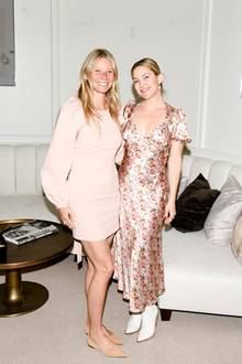 """Kaum einem steht der natürliche Look so gut wie Gastgeberin Gwyneth Paltrow und Freundin Kate Hudson. Wie von der Sonne geküsst zeigen sie ihren """"No Make-up""""-Glow."""