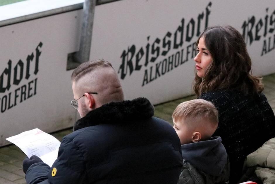 Sarah Lombardi, ihr Bruder Gianluca und Sohn Alessio drückenJulian Büscher die Daumen.