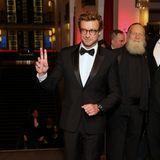 SchauspielerSimon Baker sieht im schickem Smoking umwerfend elegant aus.