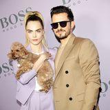 Kein Paar, aber trotzdem gemeinsam stylisch: Cara Delevingne und Orlando Bloom, der seinen kleinen Mini-Pudel mitgebracht hat.