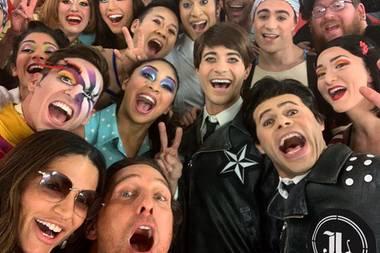 Matthew McConaughey + Artisten des Cirque du Soleil auf einem Selfie