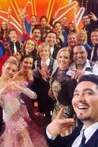"""Erich Klann macht mit diesem Gruppenselfie so richtig Lust auf die neuen """"Let's Dance""""-Staffel."""