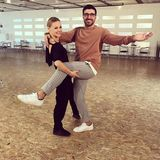 Mal was Neues: Profitänzerin Alona Uehlin hat ihren Tanzpartner Sükrü Pehivan fest im Griff.