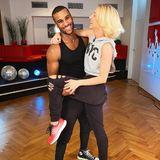 Strahlende Gesichter auch im Training von Tijan Njie und seiner Tanzpartnerin Kathrin Menzinger. Ob er sie bis ins Finale tragen kann, sehen Sie freitags um 20:15 Uhr auf RTL.