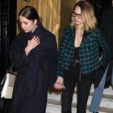 Cara Delevigne und Ashley Benson händchenhaltend in  Paris