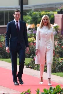 """Ivanka Trump trägt einen klassischen Sherwani aus Seide, welcher von der indischen DesignerinAnita Dongre designt und gefertigt wurde. Das Modell """"Suruhi"""" kostet ca. 1225 Euro."""