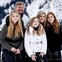Willem-Alexander, Máxima + Töchter beim Wintershooting