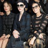 """Bei der Herbst-Winter-Show von Dior tummeln sich alle Stars die Rang und Namen haben. Gespannt warten """"The Marvelous Mrs. Maisel""""-DarstellerinRachel Brosnahan und Demi Moore in der ersten Reihe."""