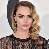 Ins Auge sticht CaraDelevingnes glamouröser Beauty-Look. Nicht zuletzt wardie Schauspielerin eher für ihren Tomboy-Stil bekannt.