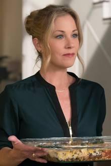 Jen (Christina Applegate)