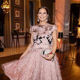25. Februar 2020  Elegant und schwungvoll geht es für Gitta Saxx durch den Abend.