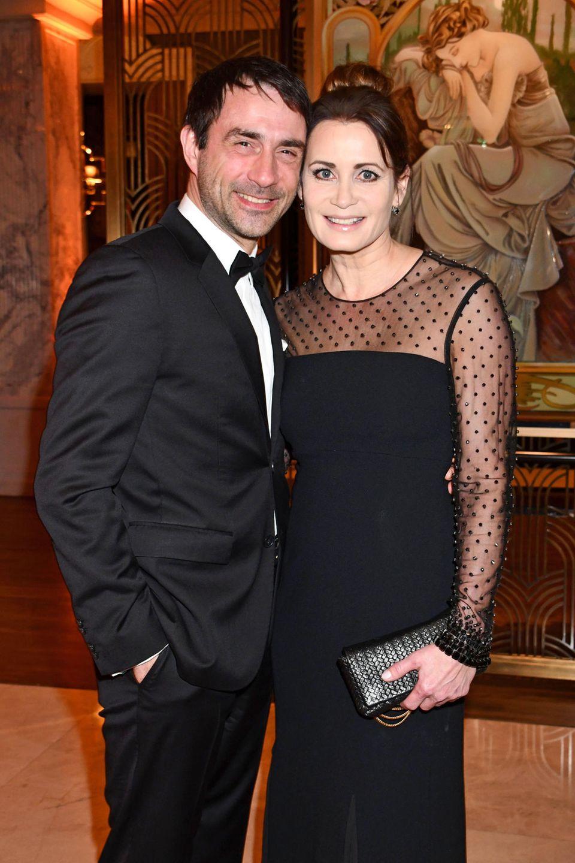 """25. Februar 2020  Auch Schauspielerin Anja Kling und ihre bessere HälfteOliver Haas geben ein schönes Paar bei der """"United Hearts Gala"""" ab."""
