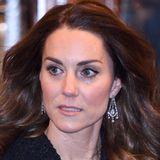 Es dürfte die Queen erfreuen zu sehen, dass Herzogin Kate ihre Ohrringe so liebt, denn sie trägt sie nicht zum ersten Mal.