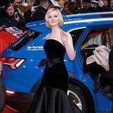 Und noch mehr Hollywood-Glamour bringt Elle Fanning auf den roten Teppich vor dem Berlinale Palast.
