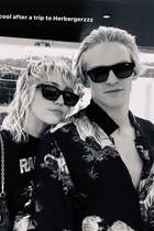 Miley Cyrus + Cody Simpson haben sich bei Sally Hershberger stylen lassen