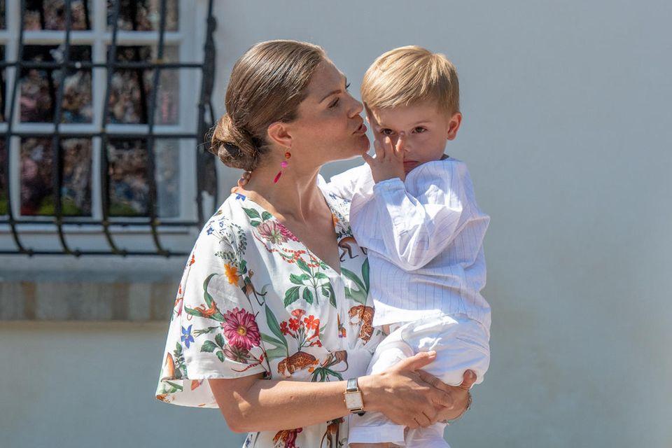 14. Juli 2019  Ein Jahr später, beim Victoria-Tag 2019, wirkt Prinz Oscar der Medienrummel immer noch nicht geheuer.