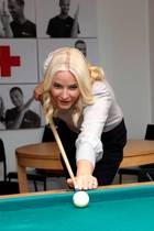 Mette-Marit spielt Billiard