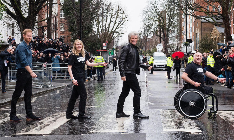 "Prinz Harry + Bon Jovi covern das Beatles-Album ""Abbey Road"""