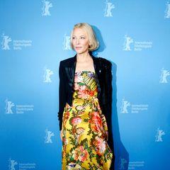 Cate Blanchett bringt mit einem Print-Kleid Tropen-Feeling auf den Red Carpet.