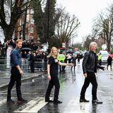 """28. Februar 2020  Das """"Abbey Road""""-Albumcover der Beatles gehört zu den bekanntesten (und meist nachgestellten) Bildmotiven weltweit. Prinz Harry, Jon Bon Jovi und zwei Mitglieder des Invictus-Chors, mit denen in den berühmten Abbey Road Studios eine Single für Harrys Charity-Organisation aufgenommen wird, probieren hier ihre Version der """"Vier auf dem Zebrastreifen""""."""