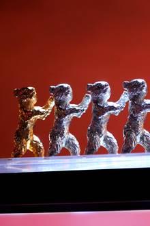 Das Ende der Berlinale bedeutet auch die Verleihung der Bären. Hier stehen schon mal alle bereit.