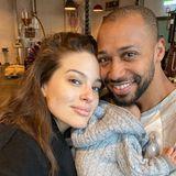 Müde? Wer ist denn hier müde? Ashley Graham und ihr Mann Justin Ervin sind die ersten sechs Wochen mit Söhnchen Issac anzusehen: Glücklich, aber anstrengend. Ashley erfreute ihre Instagram-Fans mit diesem ersten Familienbild zu dritt.