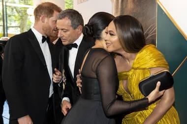 Prinz Harry,Disney CEO Robert Iger, Herzogin Megahn und Sängerin Beyonce Knowles