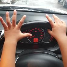 In Großbritannien kann man einen vorläufigen Führerschein beantragen, wenn man 15 Jahre und neun Monate alt ist. Mit 17 Jahren dürfen Jugendliche dann mit dem Fahren beginnen.