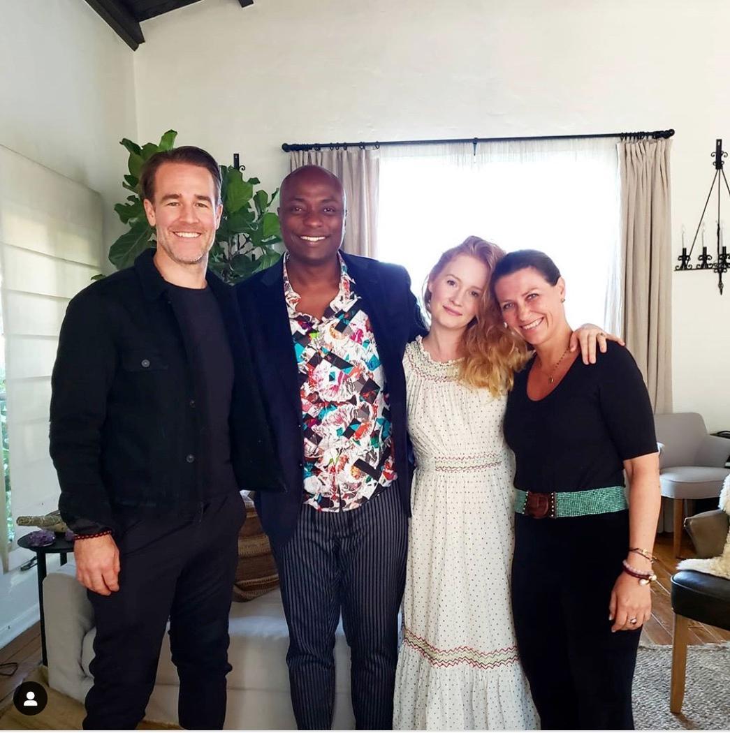 James van der Beek, Durek Verrett, Kimberly van der Beek und Prinzessin Märtha Louise treffen sich.