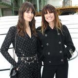 Clara Luciani und ModelCaroline de Maigret bei der Chanel-Show