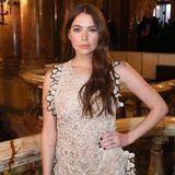"""Ashley Benson, die Partnerin von Cara Delevingne, verzaubert in einem gehäkelten Kleid, bei der """"Stella McCartney""""-Show."""