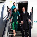 Herzlich willkommen in Irland, Herzogin Catherine und Prinz William! Das Paar landet gegen 14.35 Uhr deutscher Zeit am Flughafen von Dublin. Angereist ist es in einem öffentlichen Flugzeug der Gesellschaft Air Lingus. Kein Wunder: Das Thema Umwelt- und Klimaschutz steht auf dem Programmplan ihrer dreitägigen Reise.
