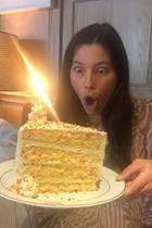 Jessica Biel bekommt ein riesiges Tortenstück
