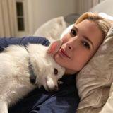Ivanka Trump kuschelt mit ihrem Hund