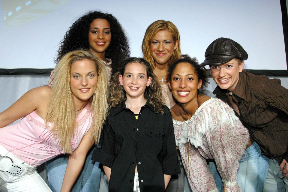 "Mandy Capristo trifft Sandy Mölling,Nadja Benaissa, Vanessa Petruo, Jessica Wahls undLucy Diakovska von den ""No Angels"" beim ""Kiddy Contest"" 2001 in Wien."