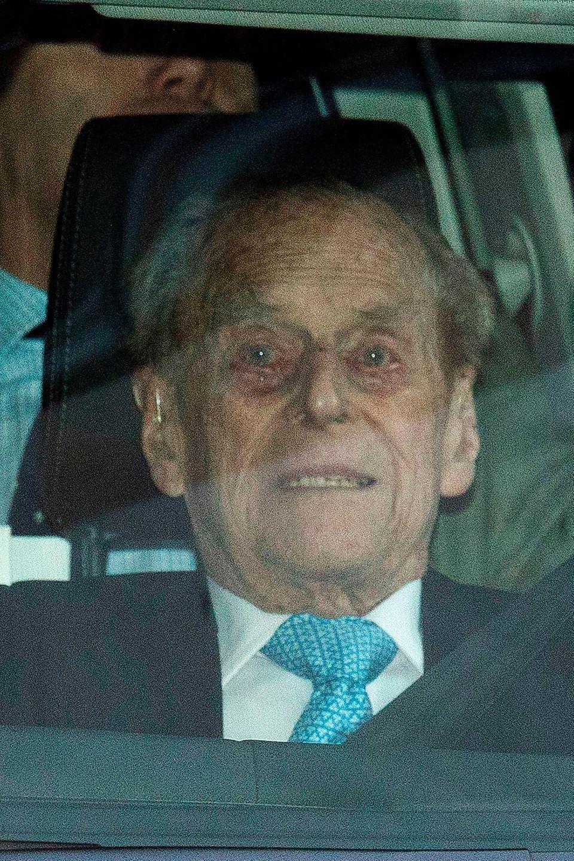 Prinz Philip wirkte stark angeschlagen, als er am 24.12. das Krankenhaus verlassen durfte