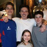 4. März 2020  Cheeeeese! Die gesamte Familie Beckham feiert den 21. Geburtstag des ältesten Sohnes Brooklyn,und das ist doch die perfekte Gelegenheit für Mama Victoria ihre vier Kids zu präsentieren.