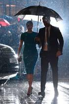 """Herzogin Meghan und Prinz Harry sind nach dem großen """"Megxit""""-Drama endlich wieder vereint in Großbritannien und besuchen die""""Endeavour Fund Awards"""". Hier kommen sie gerade an und sind trotz Regen bester Stimmung."""