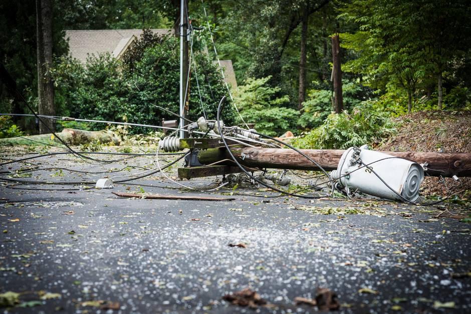 Vorsicht: Ein defekter Strommast birgt viele Gefahren! (Symbolbild)