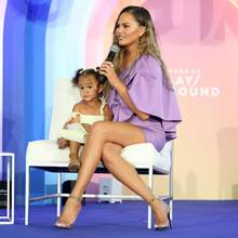 Chrissy Teigen mit Tochter Luna